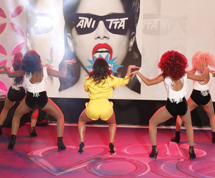Anitta canta e dança o sucesso 'Bang' (Foto: Fábio Rocha / Mais Você)