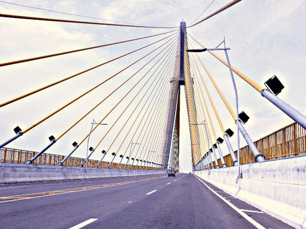A ponte sobre o Rio Negro liga Manaus a Iranduba, no Amazonas (Foto: Adneison Severiano G1/AM)