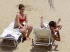 Giovanna Antonelli curte praia em Mangaratiba com o marido e as filhas