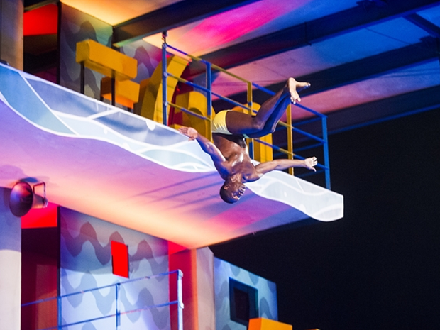No quadro 'Saltimbum', do Caldeiro do Huck, Jacar salta da plataforma de 7,5 metros (Foto: Globo/Joo Miguel Jnior)