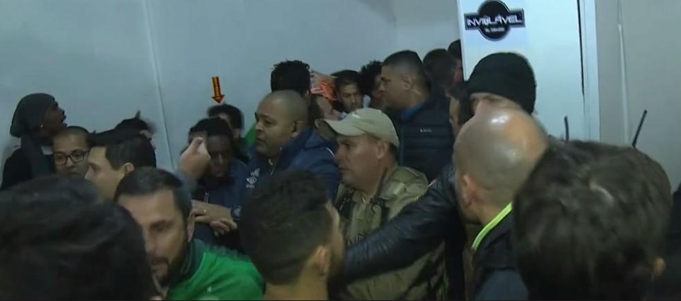 Clima ficou quente na Arena Condá no duelo entre Chapecoense e Cruzeiro pela Copa do Brasil (Foto: Reprodução)