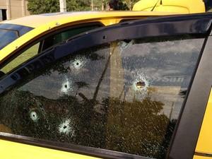 Guarda tentou se abrigar em carro, mas foi baleado (Foto: Divulgação/Sindicato dos Servidores de São José dos Campos)