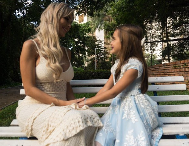 Letícia Santiago e a filha Júlia (Foto: João Couto)