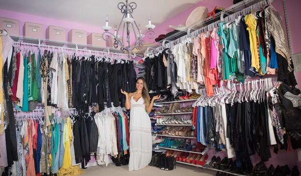 Mayra Cardi mostra seu closet ao EGO (Foto: Luan Assis/Divulgação)