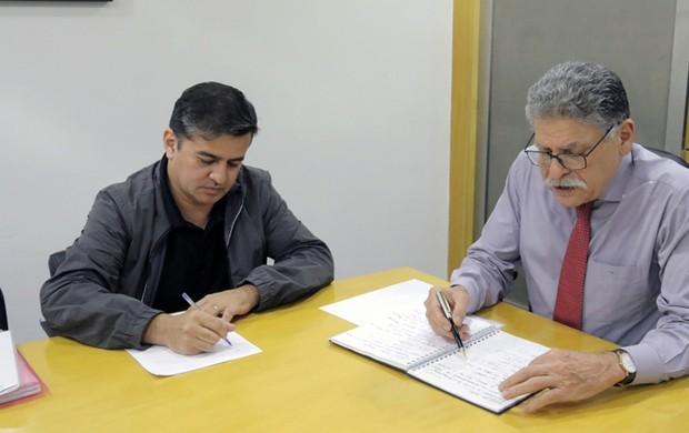 DAEE fará limpeza no Tietê para melhoria da qualidade da água captada pelo Semae ()