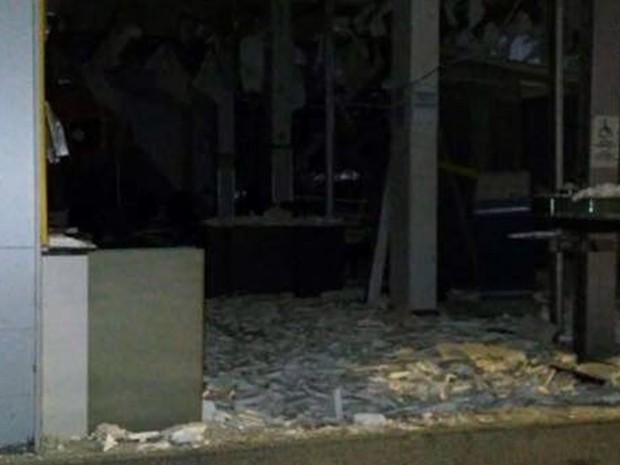 Criminosos explodiram agência bancária em Camanducaia, MG, na madrugada desta quarta-feira (9) (Foto: Milena Ferreira/Camanducaia)