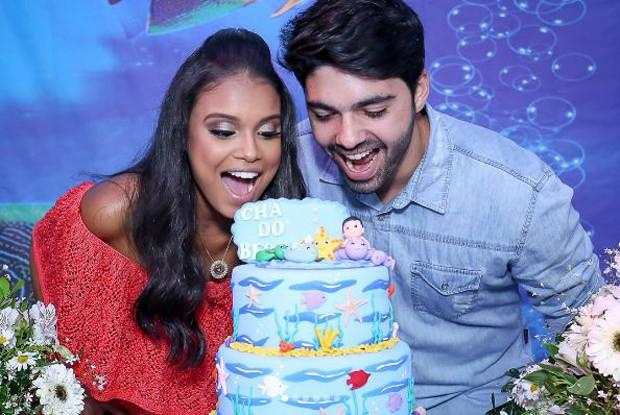 Aline Dias e Rafael Cupello no chá de bebê de Bernardo (Foto: Reprodução/Instagram)