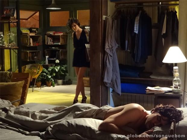 Giane chega à casa de Bento e encontra o amigo dormindo (Foto: Sangue Bom/ TV Globo)