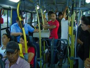 Ônibus lotado na região de Campinas, interior de São Paulo (Foto: Reprodução / EPTV)