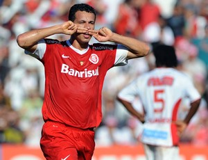 Leandro Damião comemora gol do Internacional sobre o São Luiz (Foto: Edu Andrade/Agência Estado)