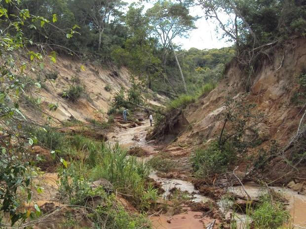 Rompimento de represa no fim de 2016 provocou degradação (Foto: Ibama/Divulgação)