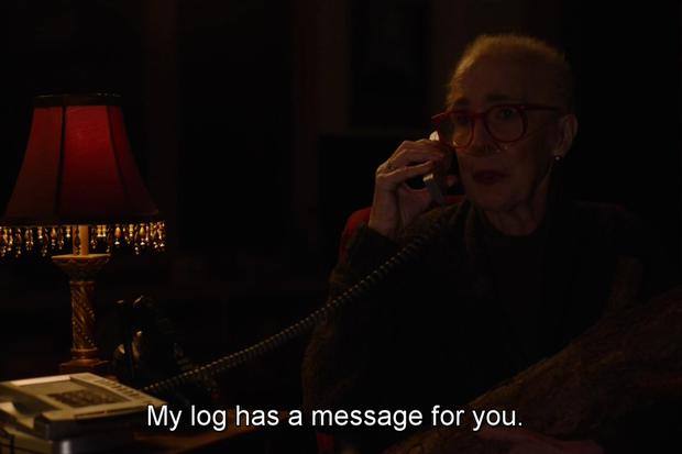 Morta em 2015, Catherine E. Coulson, a Log Lady, apareceu no episódio de volta de Twin Peaks (Foto: reprodução )