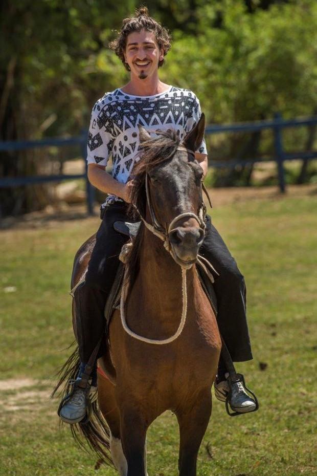 Johnny Massaro em aula de equitação (Foto: Mauricio Fidalgo/TV Globo)
