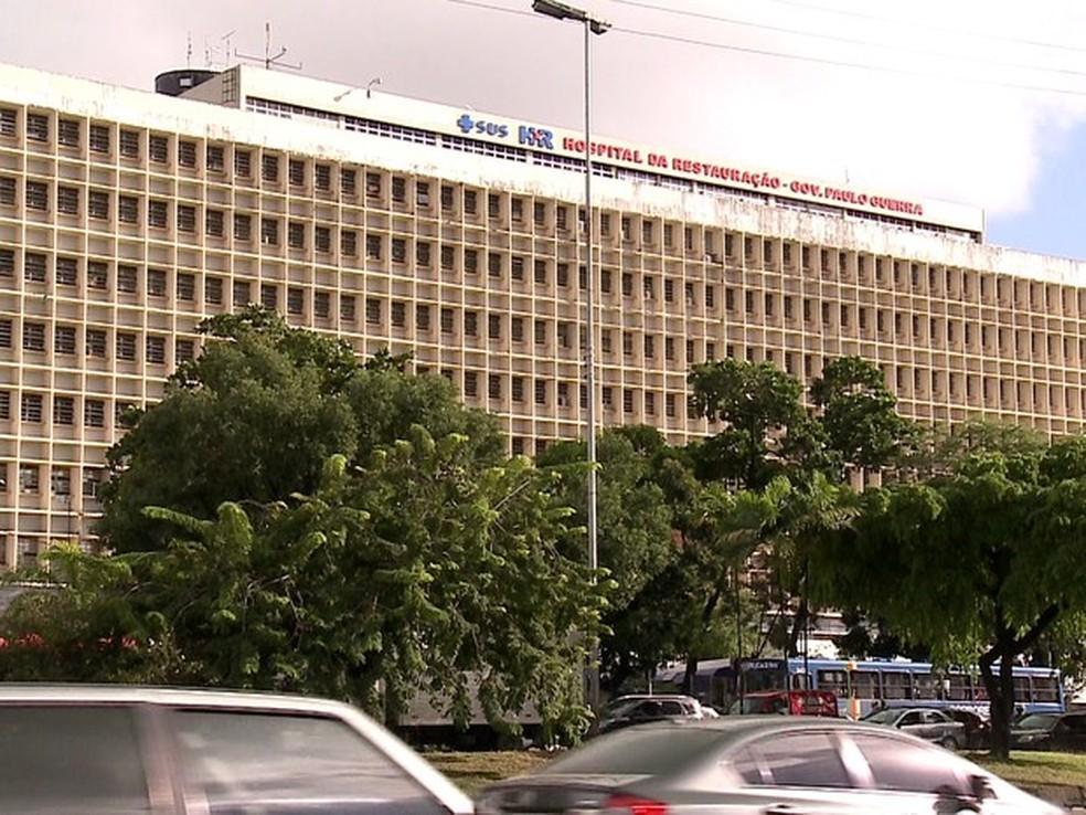 Vítima está internada na na Unidade de Tratamento de Queimados do HR (Foto: Ana Regina/TV Globo)