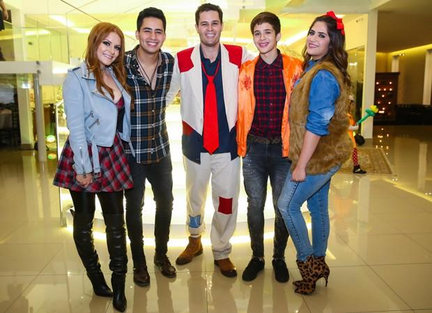 Pedro Leonardo com os irmãos Thais Miziara, Matheus Vargas, João Guilherme e Jéssica Beatriz Costa (Foto: Manuela Scarpa/Brazil News)