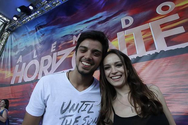 Rodrigo Simas e Marcella Valente foram os convidados especiais do lançamento de Além do Horizonte, em Curitiba (Foto: Euricles Macedo/RPC TV)