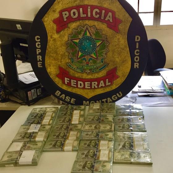 Dinheiro encontrado pela PF estava escondido em picape (Foto: Polícia Federal)