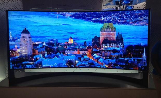 Samsung mostrou TV 4K de 105 polegadas com tela curva (Foto: Gustavo Petró/G1)