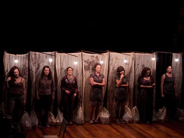 O elenco é composto por sete mulheres, cada uma com uma relação diferente (Foto: Divulgação)