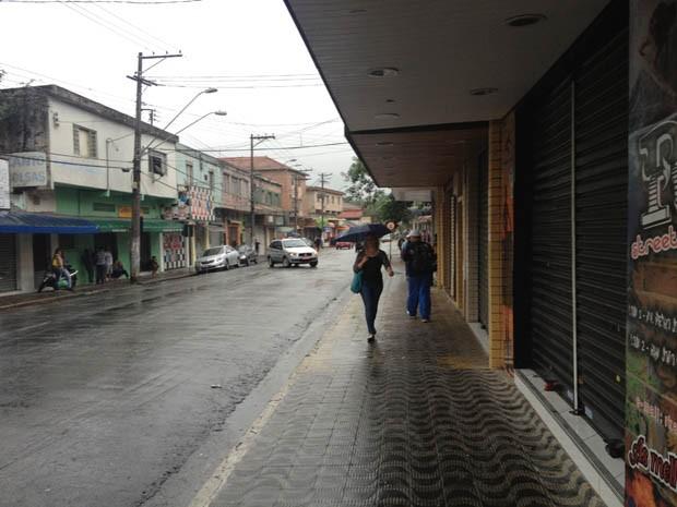 Lojas e serviços públicos de Cubatão fecharam nesta tarde após atos de vandalismo (Foto: Alexandre Caldeira/Arquivo Pessoal)