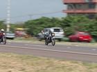 Motoqueiros são flagrados fazendo racha e manobras arriscadas