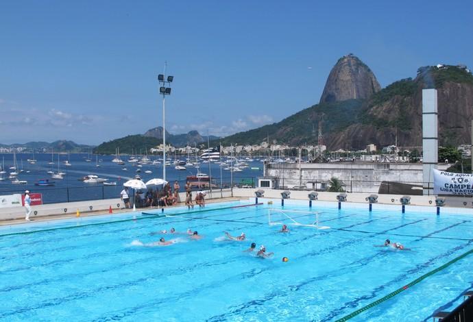 Botafogo e seleção brasileira de polo aquático Pão de Açúcar fundo (Foto: Tiago Leme/Globoesporte.com)