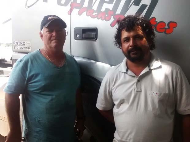 Os caminhoneiros Ney Justino e Célio Alves saíram de Campo Mourão para vir ao DF (Foto: Isabella Calzolari/G1)