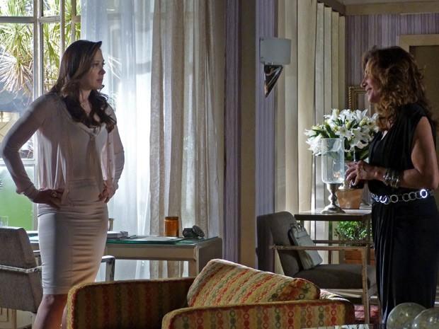 Wanda diz que Lívia está apaixonada por Théo (Foto: Salve Jorge/TV Globo)