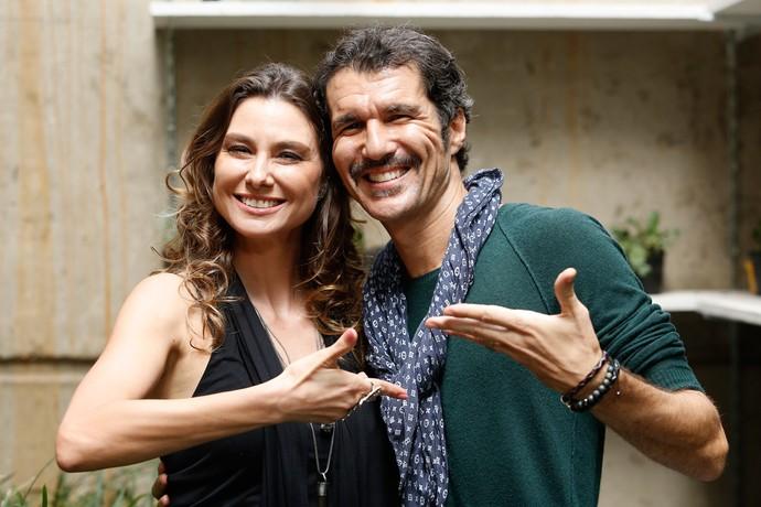Lavínia Vlasak e Nicola Siri se encontram nos bastidores de Totalmente Demais (Foto: Rapahel Dias / Gshow)