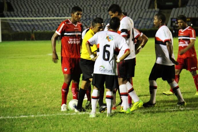 Rivengo decide returno do Campeonato Piauiense (Foto: Emanuele Madeira/GloboEsporte.com)