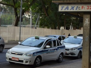 Ponto de taxi em Campinas (SP) (Foto: Marina Ortiz/ G1)