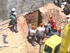 Operário morre após ficar soterrado (Reprodução/TV Globo)