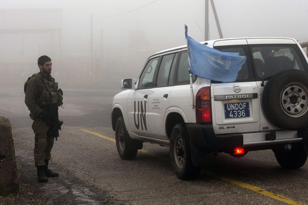 Jipe da ONU nesta quinta-feira (31) na fronteira entre Israel e Síria (Foto: AFP)
