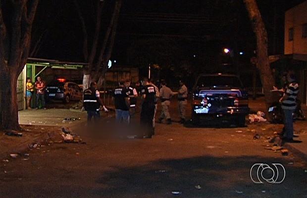 Homem morre após ser baleado em bar de Goiânia, Goiás (Foto: Reprodução/ TV Anhanguera)