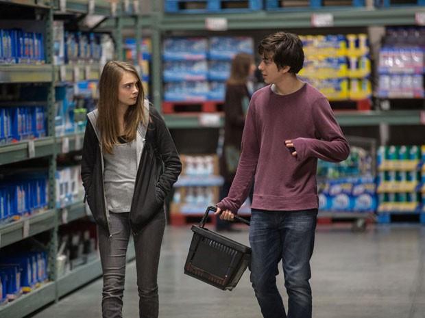 Nat Wolff é Quentin e Cara Delevingne é Margo em 'Cidades de papel', filme baseado no best-seller de John Green, o mesmo de 'A culpa é das estrelas' (Foto: Divulgação)