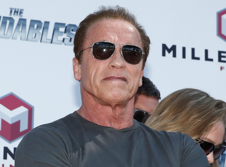 """Foi um escândalo quando veio a público que Arnold Schwarzenegger havia tido uma filha com uma de suas funcionárias. O ator e ex-governador do estado norte-americano da Califórnia contou tudo à mulher com quem era casado havia 25 anos, Maria Shriver, e pediu perdão publicamente: """"Entendo e mereço os sentimentos de raiva e decepção dos meus amigos e da minha família. Sinto muito, de verdade"""". Shriver pediu o divórcio pouco depois. (Foto: Getty Images)"""