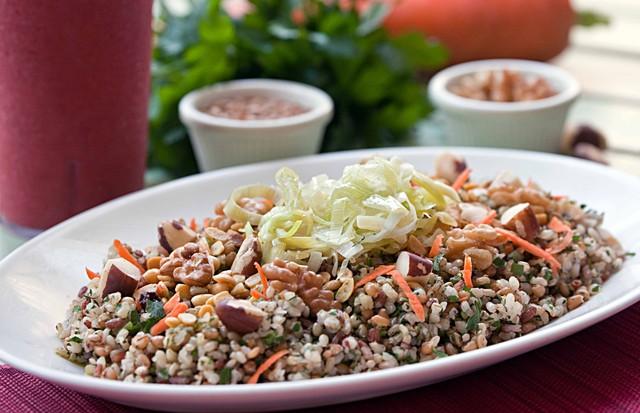 Salada de grãos (Foto: Ricardo Bhering)