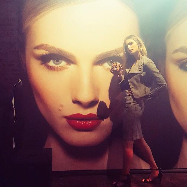 Andreja Pejic no lançamento da campanha da Make Up Forever, em Nova York (Foto: Reprodução/Instagram)