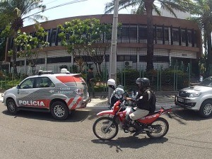 Caixa foi arrombado no prédio da prefeitura de Fortaleza (Foto: TV Verdes Mares/Reprodução)