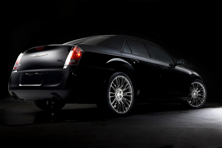 Chrysler lança série especial do 300C com visual assinado ...