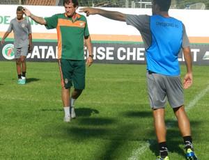 Claudemir Sturion orienta treinamento do Camboriú (Foto: Lucas Coppi / Camboriú FC)