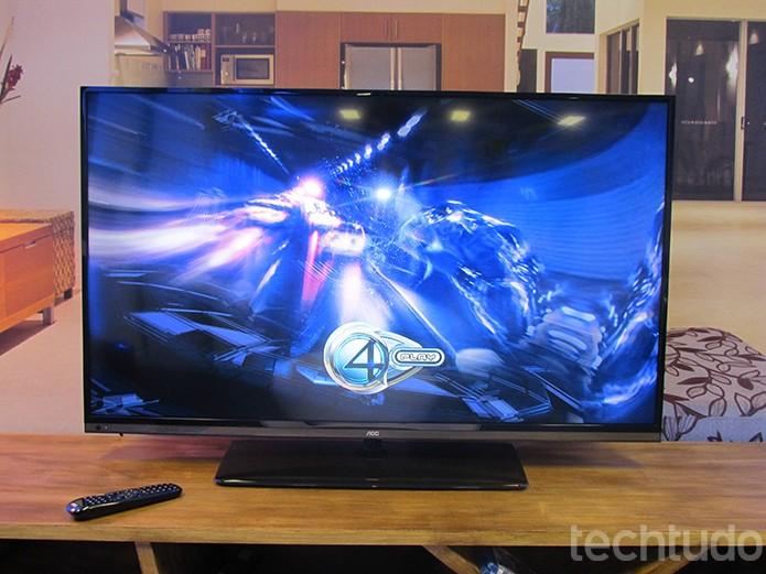 TV LED tem acabamento bonito e imagens vivas (Foto: Paulo Alves/TechTudo)