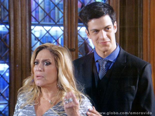 Félix é perverso e deixa Leila desesperada (Foto: Amor à Vida/TV Globo)