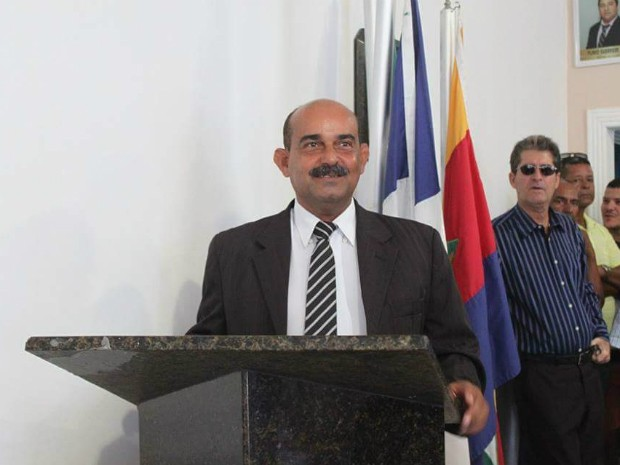 Adelgundes Ferreira assume prefeitura de Itapebi (Foto: Site Itapebi Acontece)