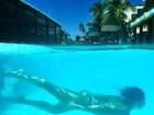 Bella Falconi faz foto subaquática em hotel no Ceará