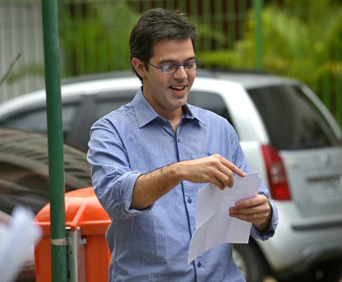 Bruno Mazzeo se prepara para entrar em cena como Rui (Foto: Raphael Dias / Gshow)