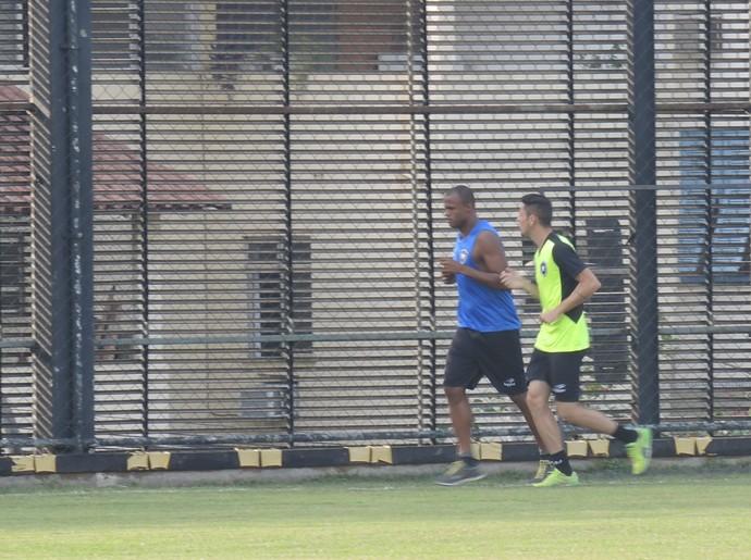 Airton e Diogo Barbosa Botafogo (Foto: Marcelo Baltar / GloboEsporte.com)
