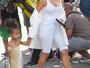 North West, filha de Kim Kardashian, usa bolsa de R$7,5 mil em passeio