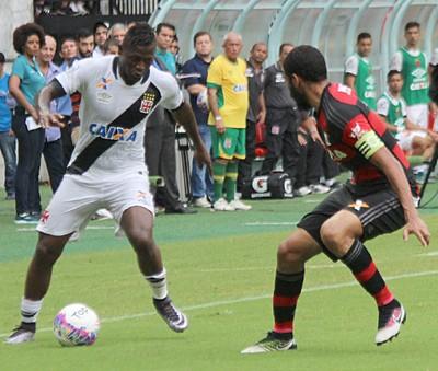 Riasco e Wallace Vasco x Flamengo (Foto: Carlos Gregório Jr/Vasco.com.br)