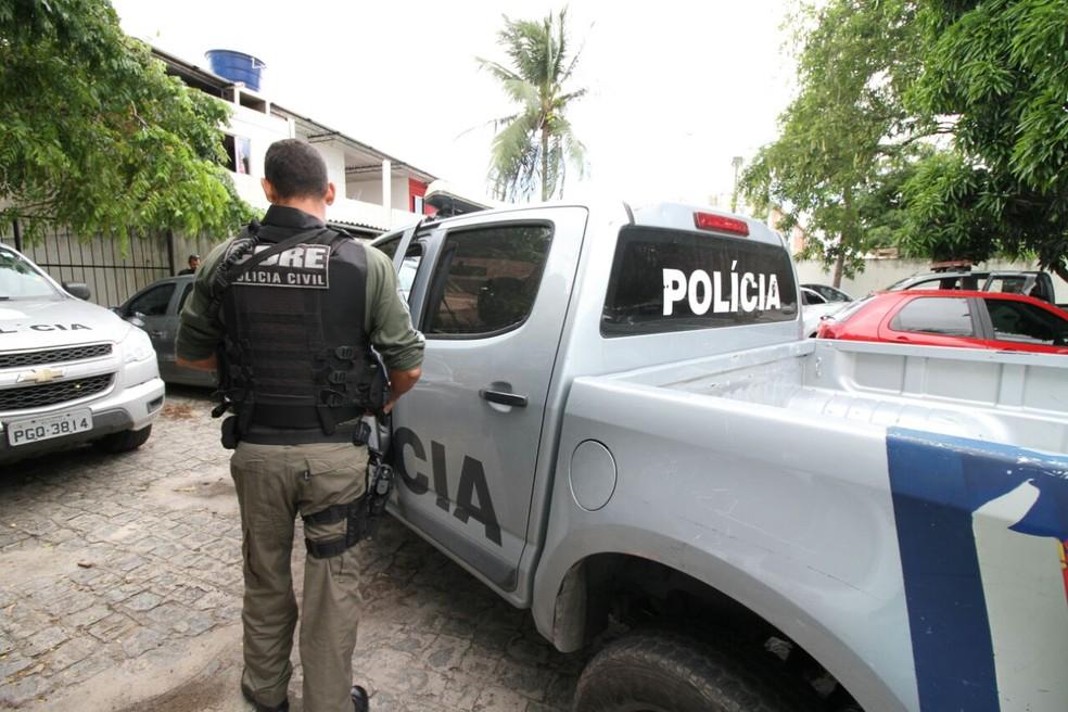Segundo as investigações, trio roubou caixas repletas de eletrônicos como celulares e uma alta quantia (Foto: Aldo Carneiro/Pernambuco Press)